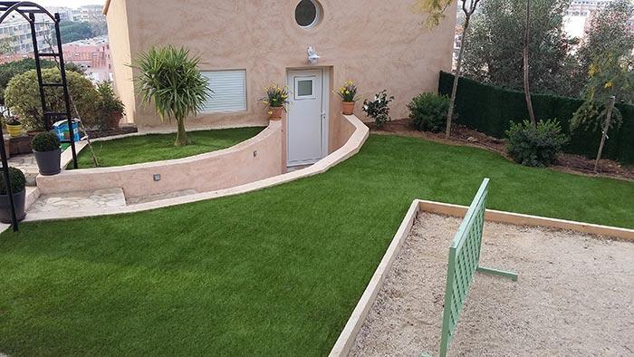 Achat et pose d' une pelouse synthétique pas cher à Grenoble