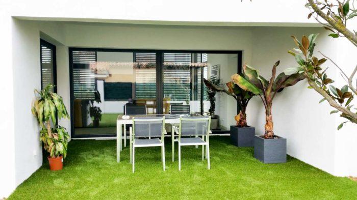 Terrasse et pelouse synthétique : Les bons choix avant l'achat